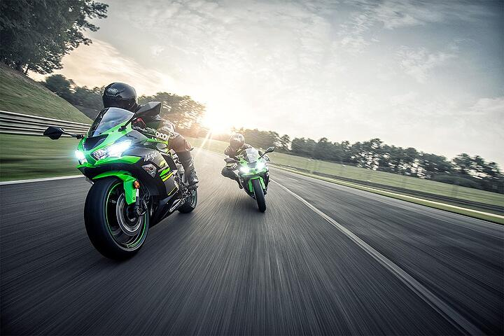 ZX6R action 2