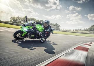 ZX6R-2019-action