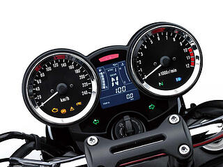 z900rs-feature-meters